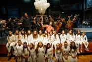 בלונה מנצח ומקהלה ובלונים - רדי רובינשטיין