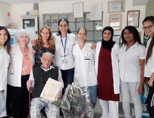 צוות כללית בקריית טבעון חגג יום הולדת 106 לאשר ברקר